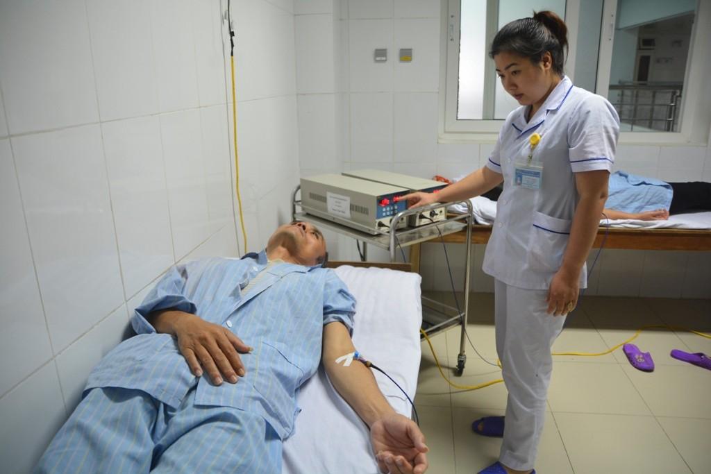 Khoa Y học cổ truyền ứng dụng Laser nội mạch – phương pháp điều trị Đông y hiện đại, hiệu quả
