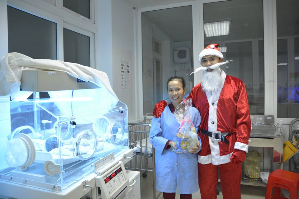 Tặng quà giáng sinh cho các bé sơ sinh