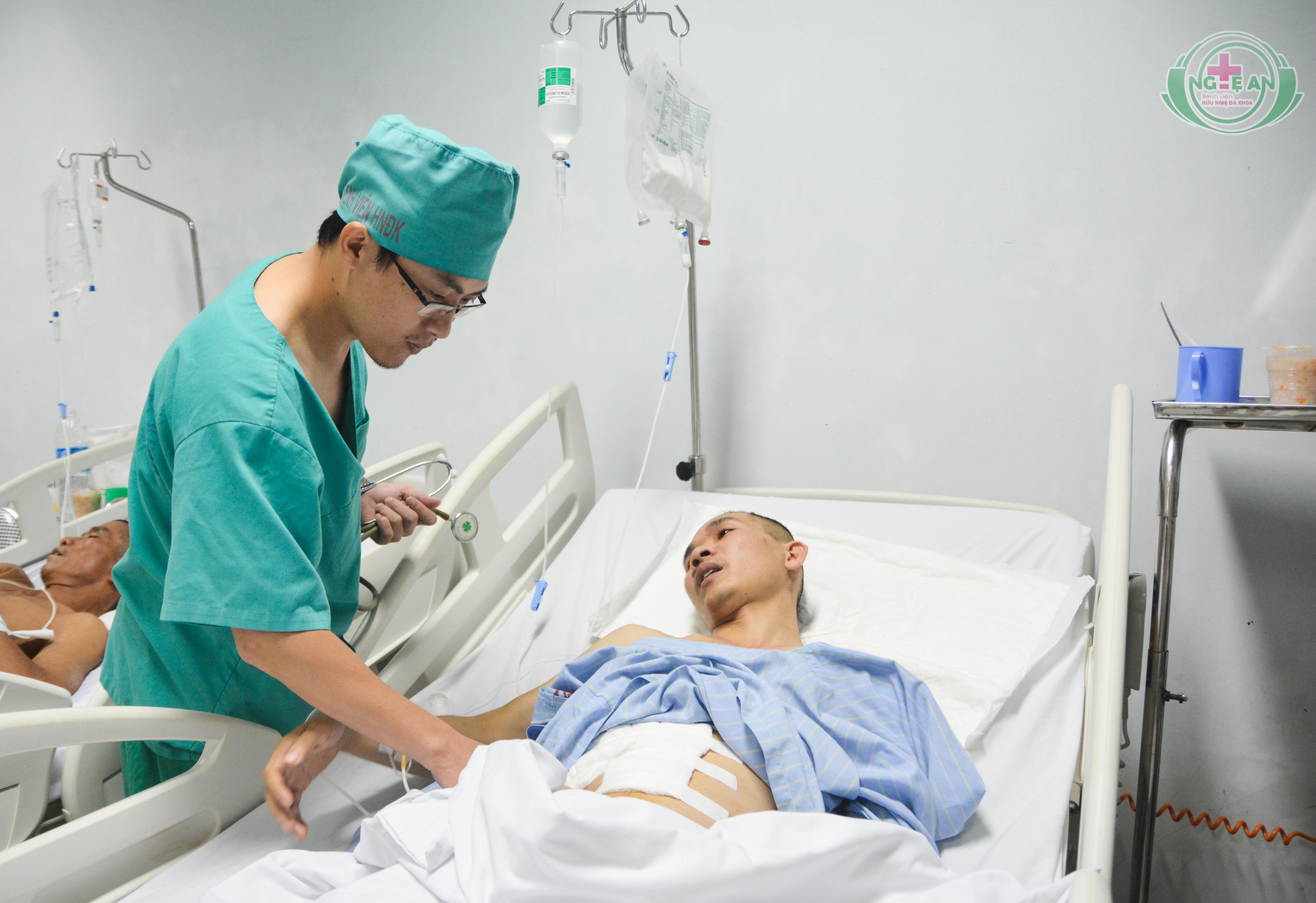 """Hai lần """"vượt biên"""" cứu bệnh nhân bị tai nạn nguy kịch"""